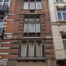 BRUXELLES Centre, dans le quartier animé entre la place des Barricades et le Cirque Royal, appartement de ±55m² habitables au 2&egr