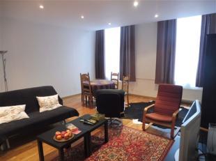 BRUXELLES, à deux pas de la Grand-Place et des transports en commun, bel appartement de ±130m² situé au 1er étage. Sp