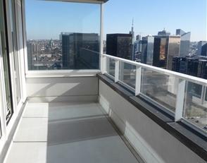 BRUXELLES, (26E) au 26ème étage de la prestigieuse tour UPSITE alliant luxe, modernité et sécurité, magnifique appa