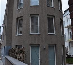 BRUXELLES  Une localisation unique au cur du Quartier Européen et du prestigieux Square Marie Louise. Dans un immeuble neuf aux allures contemp