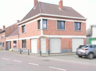 Te Lebbeke op de rand van het centrum staat deze woning met handelsruimte op een zeer gunstige locatie. De winkelruimte die momenteel niet in gebruik