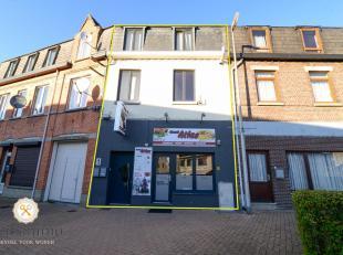 In de Bornstraat 1 te Genk, kruisend met de Koning Boudewijnlaan staat dit interessant  opbrengsteigendom te koop. De woning (260 m²) en handelsg