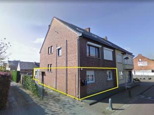 Dit gelijkvloers appartement met 2 slaapkamers ligt in de gezellige Pastoor Paquaylaan te Heusden-Zolder. Het appartement is volledig gerenoveerd, ins