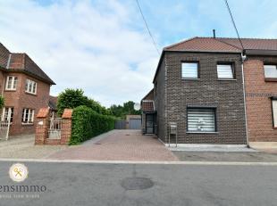 Volledig gerenoveerde woning met 3 slaapkamers gelegen in een rustige wijk te Dilsen. De woning is volledig ter hande genomen doorheen de jaren, mn: n