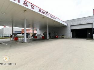Dit recent gerenoveerd tankstation beschikt over alle hedendaagse benodigdheden om een succesvolle zaak uit te baten. Naast de verzorgde tankpompen, b