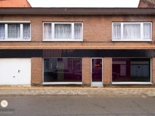 Deze commercieel gelegen handelsruimte van 60 m² ligt in het hartje van Eisden, kortbij Shopping M2, Maasmechelen Village en de Fashion Point. Op