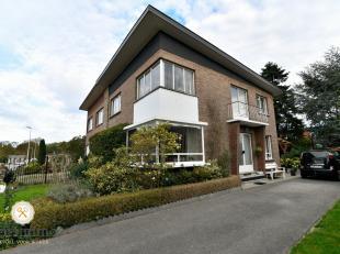Op de Schoorbosstraat 6 te Termien, ligt in een rustige woonwijk deze half vrijstaande woning op een perceel van 390m². Leuk aangelegde tuin, vol