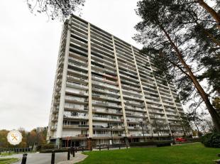 Dit verzorgd appartement gelegen in het groen en op wandelafstand van Genk centrum bestaat uit een inkomhal, een living met terras. Van hieruit heeft