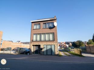 Wenst u rustig te wonen in het centrum van Maasmechelen? Dat kan!<br /> Deze volledig gerenoveerde vrijstaande woning met 4 slaapkamers en privatief t