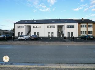 Dit 160m² duplex 3 slaapkamer appartement met ruim terras van 35m² is momenteel verhuurd aan 750 euro/maand. U rijdt langs de zij oprit binn