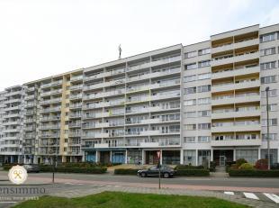 Vlak aan het centrum en wandelafstand van scholen ligt dit interessant appartement op de vijfde verdieping. Het dak, lift en de buitengevel is reeds v