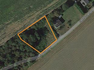 Idyllisch gelegen perceel grond. Totale grondoppervlakte 789m2. Zeer rustig gelegen (zone agricole) temidden het groene landschap.