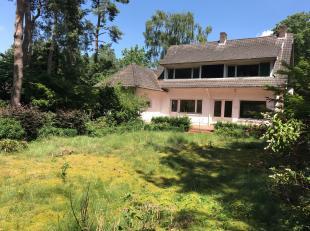 Deze charmante vrijstaande woning is gunstig gelegen tussen de dorpskern van Vosselaar en de site van Janssen Pharmaceutica. Even verderop ligt de Ant