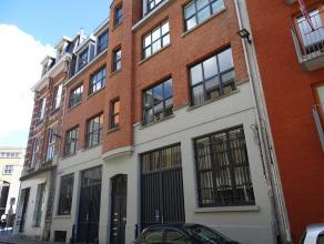 Het pakhuis werd omgevormd tot een luxueus wooncomplex. Telkens een loft per verdieping. Het gebouw is gelegen op ABSOLUTE TOPLOCATIE vlakbij het hist