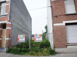 Bouwgrond voor eengezinswoning met vergunde bouwplannen te Zwijndrecht-Burcht.Het perceel heeft een straatbreedte van 5,37m. Tuinhuis toegelaten. Orin