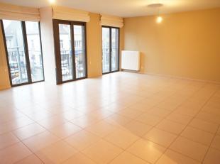 Ruim en gezellig instapklaar appartement (bouwjaar 2012) met 2 slaapkamers, woon-eetkamer, ing. half open keuken, ing.badkamer, wc, berging/wasplaats,