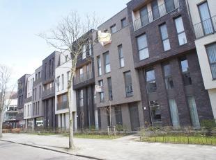 Modern appartement (bouwjaar 2014) met twee slaapkamers en zuid gericht terras. Gelegen op een zeer centrale locatie nabij het centrum van Mortsel! In