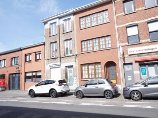 IN OPTIE! Volledig gerenoveerd (2014) appartement met een slaapkamer en terras. Gelegen op een zeer centrale locatie te Wilrijk! Indeling: leefruimte