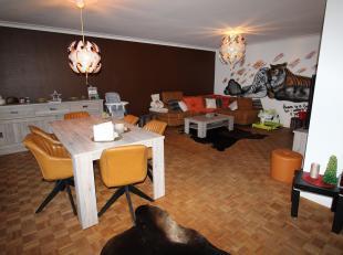 Ruim appartement met 3 slpk, terras,  gelegen te Merksem! Indeling: ruime inkomhal met apart toilet, leefruimte met veel lichtinval, gesloten keuken m