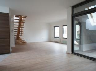 Top locatie! Zeer ruim en licht duplex appartement-penthouse van ca 135m2  met twee ruime slaapkamers (mogelijkheid tot drie slaapkamers), twee badka