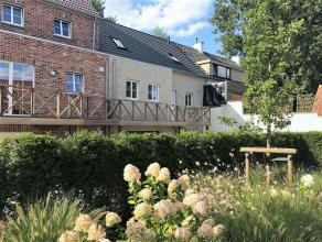 Prachtige en mooi afgewerkte woning met RUSTGEVEND zicht op de Damse Vaart en de polders. De woning werd nog maar net opgetrokken en beschikt over all