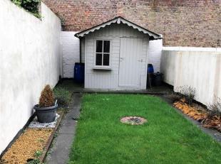 PERFECT gelegen, op te frissen woning met ZONOVEROTEN tuin met tuinhuis. Indeling : Inkomhal - voorplaats - leefruimte - keuken - badkamer - kelderber