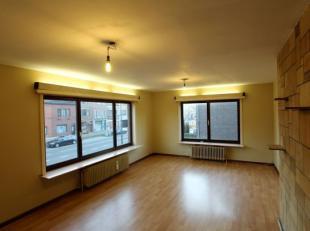 Bezoeken? Telefoneer naar Gertjan via: 0472/06.06.91 Dit gezellig appartement op de 1ste verdieping maakt deel uit van een kleiner gebouw en is uitste
