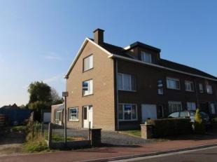 Deze 2 appartementen werden gebouwd midden jaren zeventig en zijn uitstekend gelegen op nauwelijks 600 meter van de dorpskern van Lochristi. Beide app