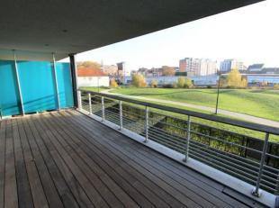 Bezoeken? Telefoneer naar Gertjan via 0472/06.06.91 Dit modern, luxueus afgewerkt appartement is gelegen aan de rand van centrum Gent in een residenti