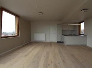 Dit gloednieuw en luxueus dakappartement is gelegen in de nieuwe woonwijk Tondelier op enkele voetstappen van het Gentse AZ Sint-Lucas, op de 4de verd