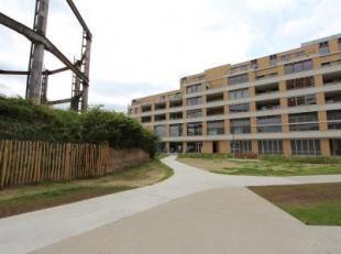 Dit gloednieuw en luxueus dakappartement is gelegen in de nieuwe woonwijk Tondelier op enkele voetstappen van het Gentse AZ Sint-Lucas, op de 5de verd