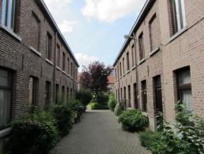 Deze gezellige stadswoning is gelegen in 1 van de mooiste beluikjes van Gent met 27 woningen rond een centraal en groen aangelegd pleintje. Dit wooner