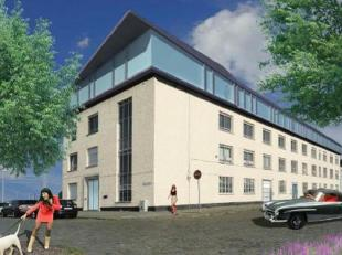 Goed gelegen kantoorgebouw (casco-afwerking) met uitstekende bereikbaarheid, vlakbij op- en afrit van de Antwerpse ring en een zeer goede aansluiting