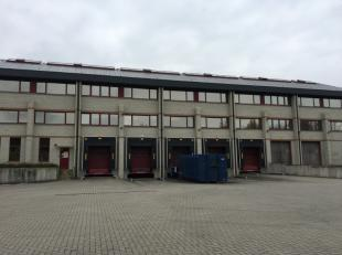 Magnifique bâtiment industriel idéalement situé dans le zoning de Louvain-La-Neuve. l'entrepôt fait 5.394m² sur trois h