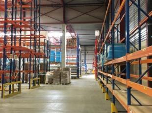 Magnifique bâtiment industriel idéalement situé dans le zoning de Louvain-La-Neuve. l'entrepôt fait 2.150m² sur trois h