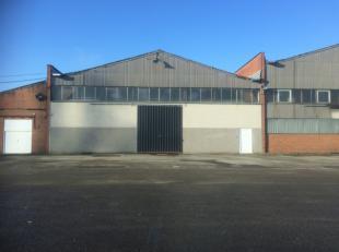 Entrepôt 1000 m² 1 porte coulissante hauteur 6 m facile d'accès eau et éléctricité (compteur individuel)&agrave