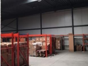 Te koop in Nijvel opslagruimte +/-5000 m² 2 sectionale poorten kantoren +/-1000 m²