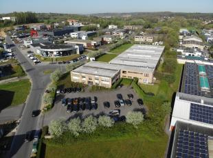 Opslagruimte van 2592 m² met kantoren van 1476 m² op een terrein van 9900m² in Braine l'Alleud te koop. Gelegen in de artisanale zone v