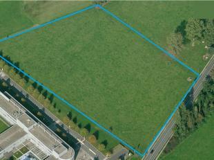 Terrain à vendre de 16.414m², situé entièrement en zone PME.<br /> Accès facile, près du Ring de Bruxelles.<br