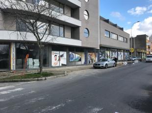 Schitterend hoekpand van +/- 1000 m² te huur met uitstekende zichtbaarheid te Vorst.<br /> Zaken in de nabijheid: Barter, Daldecor, Action, Brico