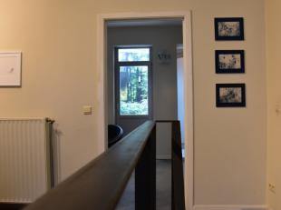 Magnifique bureau Atypique à louer sur Saint-Gilles 150m²<br /> Bel ensemble de bureaux situé dans d'anciens ateliers complè
