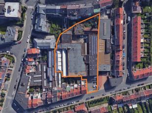 Semi-industrieel gebouw op een terrein van± 36 are te Ganshoren te koop.<br /> Gebouw bestaande uit opslagruimtes (± 2.400m²), kant