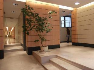 """Praktische kantoorruimte te huur. Vlakbij het gerechtshof van Brussel en het metrostation """"Louise"""". De kantoorruimte werd gerenoveerd en is in zeer go"""
