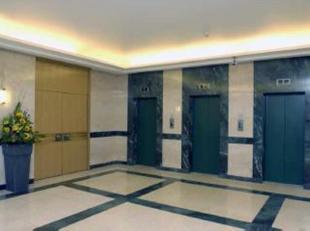 Kantoorruimtes te huur in het hart van het Europees district te Brussel. Hoofdkwartieren van internationale bedrijven in de nabijheid. Snackbars, rest