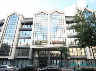 Gerenoveerde kantoren gelegen tegenover het nieuwe Antwerpse justitiepaleis en op 5 minuten wandelen van de bruisende en trendy buurt 'Het Zuid'. Zeer