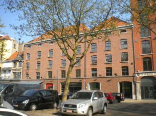 """Prachtig gerenoveerd kantorencomplex uit de 17de eeuw aan """"Het Eilandje"""", het oudste havengedeelte van de stad. Kantoren in loftstijl. Parking beschik"""