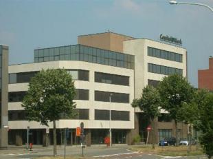 Un beau bureau à louer, tout près d' E19 et E34. Facilement accessible par les transports publics.