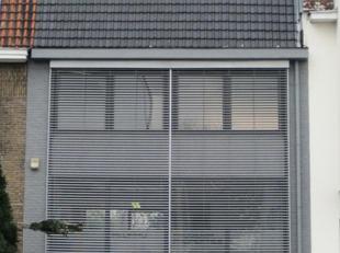 Zeer gunstig gelegen kantoorgebouw met mogelijkheid tot beperkte stockage. Parking voor de deur, open ruimtes met veel lichtinval. Ideaal voor zelfsta