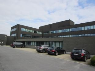 Bureaux modernes situés à proximité de l'E40 et le R0. Très efficace au niveau de la consommation d'énergie, valeur