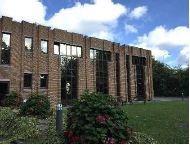 Bureaux à louer à Louvain-La-Neuve. Les bureaux se situent dans le parc industrielle scientifique. Il y a des places de parking disponib